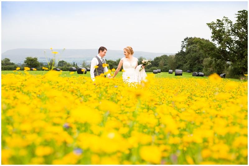 Out barn wedding photos