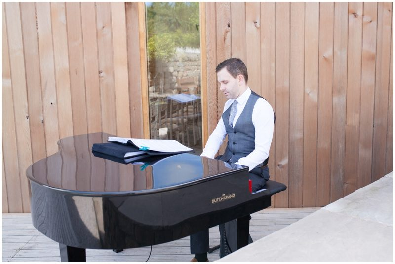 wedding piano player