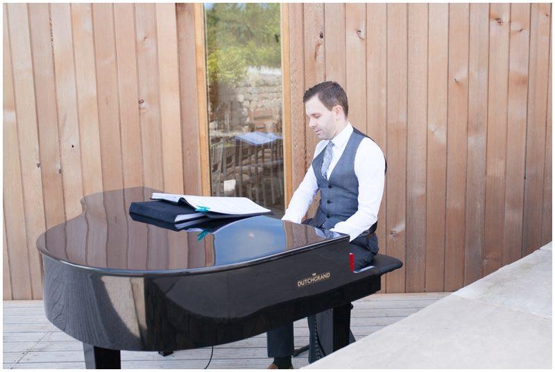 wedding piano player